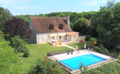 Photo for Quiet black Perigord villa with private heated pool 15pers
