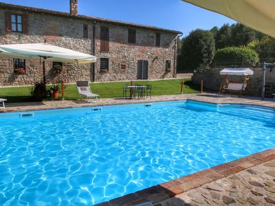 Photo for Deluxe Mansion in Pontecuti PG with Swimming Pool