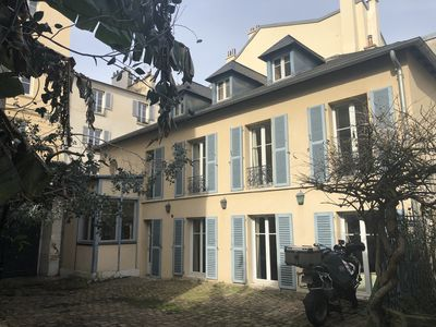Photo for Warm and very quiet town house just steps from the Château de Versailles