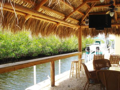 Tiki Hut looking down canal. Flat Screen TV, Stereo, ceiling fans. Seats 12
