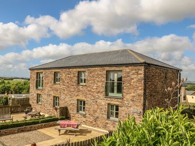 Photo for HAWTHORN COTTAGE, pet friendly, with a garden in Tregony, Ref 984432
