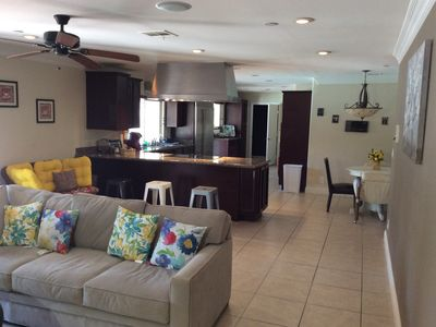 Photo for Walking distance from restaurants an amenities. Is located 10 min from The Strip