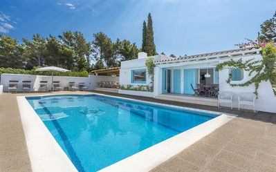 Photo for Beautiful villa for 6 with large pool very well located with sea & sunset views