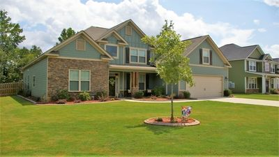 Photo for Large 5 bedroom home with over 3,000 sq ft and 2 living spaces