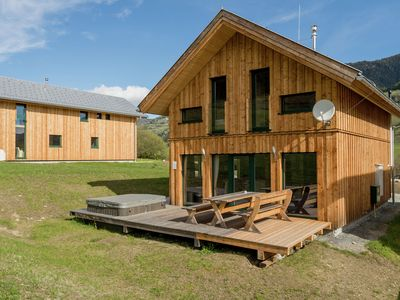 Photo for Luxury chalet with sauna and outdoor jacuzzi, detached, near to the piste