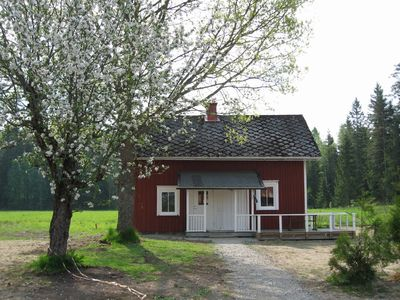 Photo for Luxury Swedish holiday home for 5 to 6 p. located 20m from the lake.