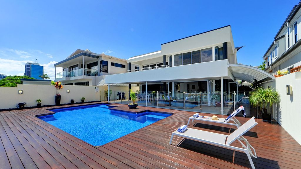 MAGIC ON MAIN - STUNNING SURFERS PARADISE HOUSE