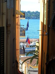 Photo for Holiday one bedroom apt, in heart of old town, lovely sea view