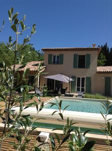 Photo for Quiet villa surrounded by trees, with pool near a pretty Provencal village