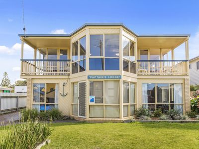 Photo for CAPTAINS LODGE - Apollo Bay, VIC