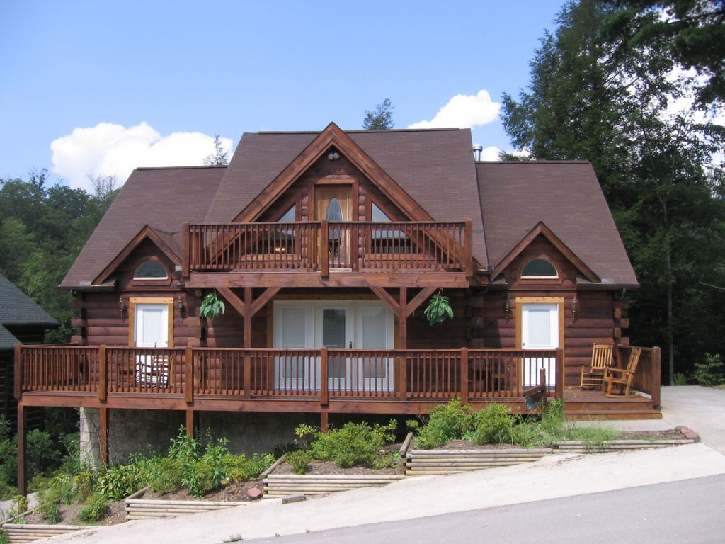 Five bedroom log home a great getaway gatlinburg for 5 bedroom log homes