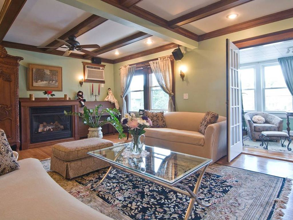 Stunning Renovated Sunny 1400sf 4 Bedroom Victorian Style Apartment Free Parking Jamaica Plain