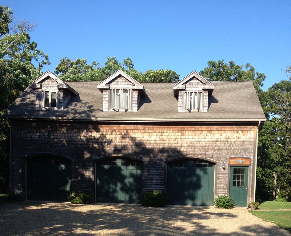 BR Carriage House Apartment  Sq HomeAway Chilmark - Carriage house apartment