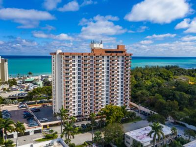 Photo for 🏖️ Beachside Resort Condo! Central Fort Lauderdale Beach. Excellent Location!