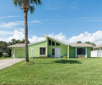 Photo for Beautifully furnished with Florida flair, gorgeous 3 bedroom 2 bath beach home.  4604K