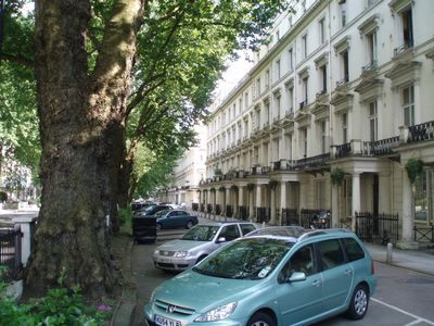 Photo for Zone1 Bayswater Spacious garden flat- walking distance to major attractions