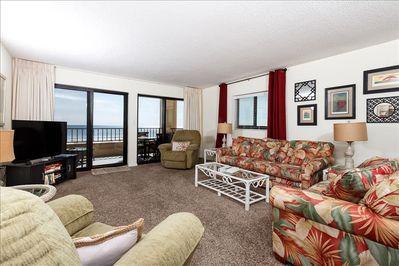 Large living room with great view of Gulf!