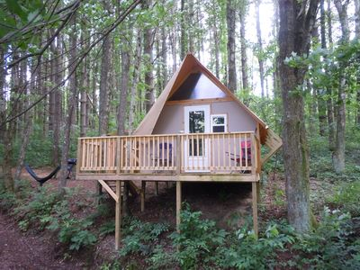 The Duck Nest Glamping Cabin at Dragonfly Lake