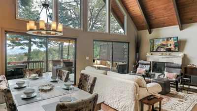 Cedar Hill: Gorgeous Cabin with Stunning Lake Views!