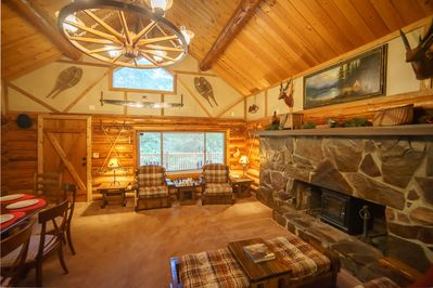 Mt Rainier Log Cabin - Living room with large fireplace (electric insert).