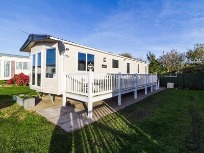 Photo for Luxury holiday home by the beach for hire in Norfolk ref 50053k