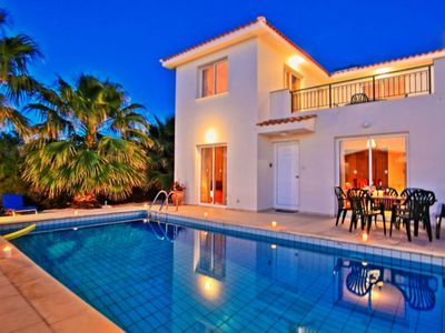 Photo for Petunia: Private villa with pool in Argaka very close to the sea, sunset views