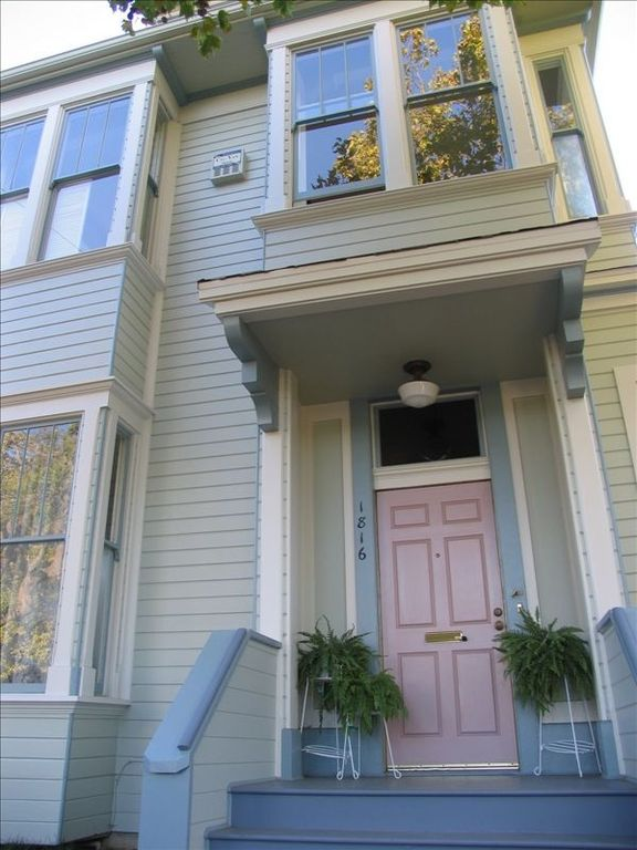 Beautiful Victorian Flat Near 4th Street - Pet Owner Upscale