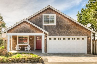 This home is up the road from downtown Manzanita and 2 blocks to the beach.