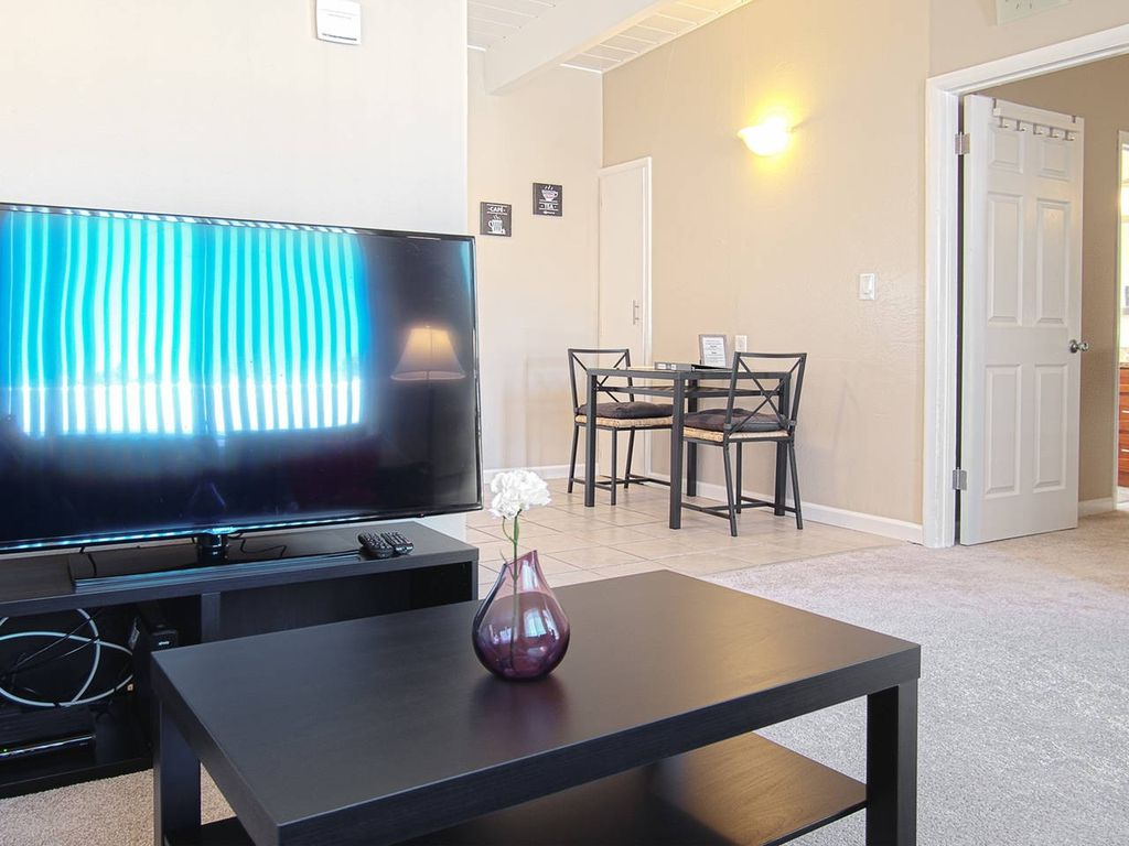 Clean & Cozy 1BR/1BR Business and Travel Ready - One Bedroom Apartment, Sleeps 3