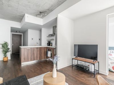 Photo for Stylish and Bright 1BR Condo in Popular King West