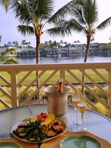 Enjoy the Hawaiian breeze on your lanai w/view of King's Lake, shops & sunsets.