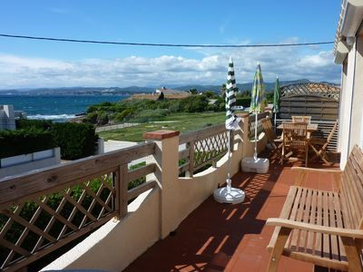 Photo for Spacious top villa 20m from the sea, 200m from a sandy beach, wide sea view
