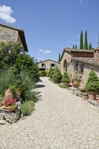 Photo for Between Siena and San Gimignano: relaxation, nature and city of art in the Tuscan countryside