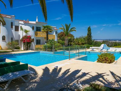 Photo for Casa no Sol - 2 Bedroom Apartment with pool near Carvoeiro, Algarve