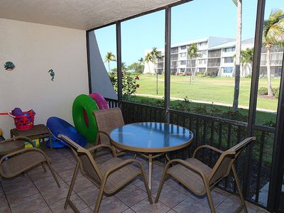 Photo for Pet Friendly- Close to Beach & Pool- Bright, Florida Style Decor- Loggerhead Cay 531