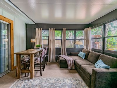 Downtown Dunedin Cozy Cottage in Tropical Setting with Heated Pool!
