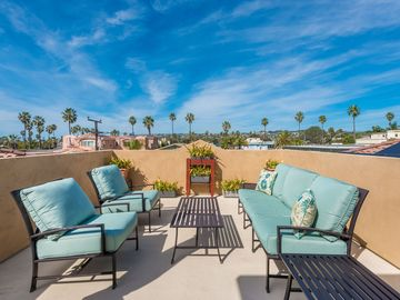 BEAUTIFUL LARGE 4 BEDROOM & 3 BATH HOME JUST 6 BLOCKS AWAY FROM BEACH AND BAY!!