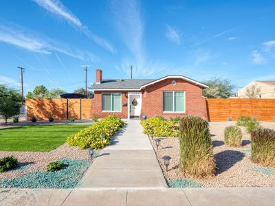 Remodeled home w/private pool & fireplace - near Downtown Phoenix
