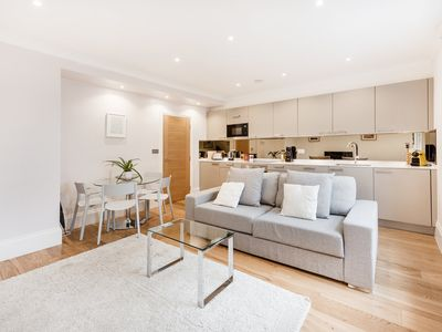 Photo for MODERN 1-BED APARTMENT IN SOHO / CHINATOWN