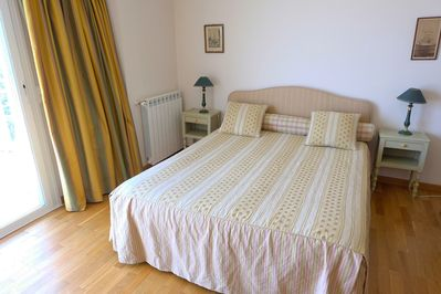 comfortable bed with sea view at weaking up!