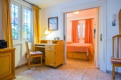 Casa Charlotte: Ground or bottom floor -living with entrance bedroom.