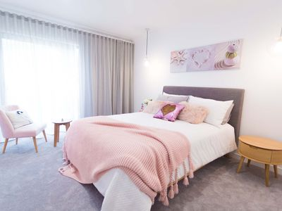 Photo for Deluxe City View Family Suite in Surfers Paradise - Lamour House