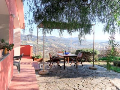 Photo for 4 bedroom Villa, sleeps 8 with FREE WiFi and Walk to Shops