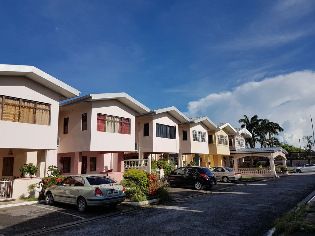Comfortable 3 Bedroom Townhouse great location, fully A/C ...
