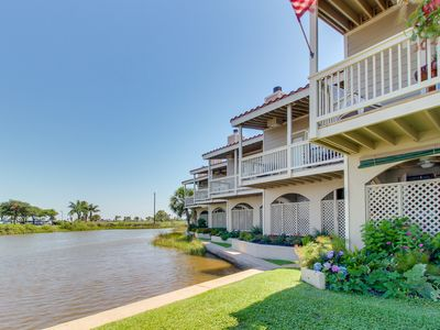 Photo for Dog-friendly getaway right on the water - close to shopping and dining