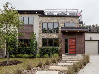 Photo for Enchanting Mountain Modern Home close to Downtown