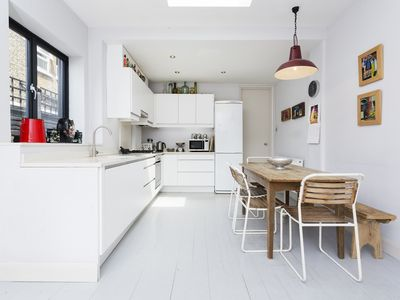 Photo for UP TO 20% OFF - A spacious 2 bed flat located in trendy Queens Park (Veeve)