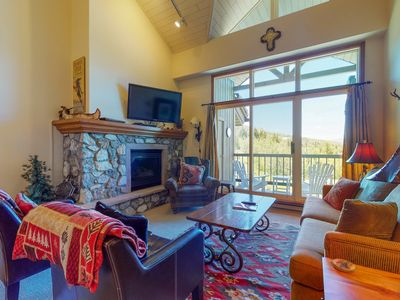Photo for Spacious ski-in/ski-out condo with vaulted ceilings and shared pool & hot tub