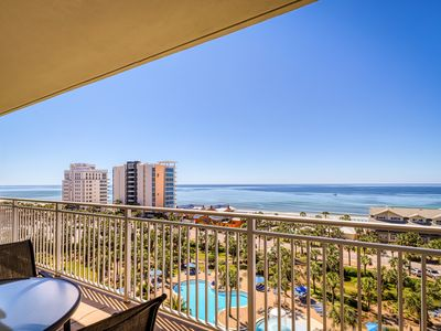 Photo for Beachfront condo with access shared on-site amenities & ocean views!