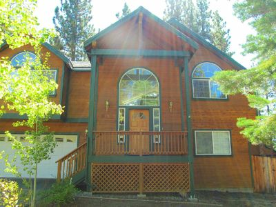 Photo for Stunning Mountain Home w/ Spacious Great Room perfect for entertaining